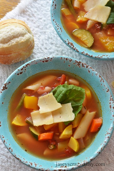 Summer Minestrone Soup ( and Food Club Gift Basket Giveaway worth $50)