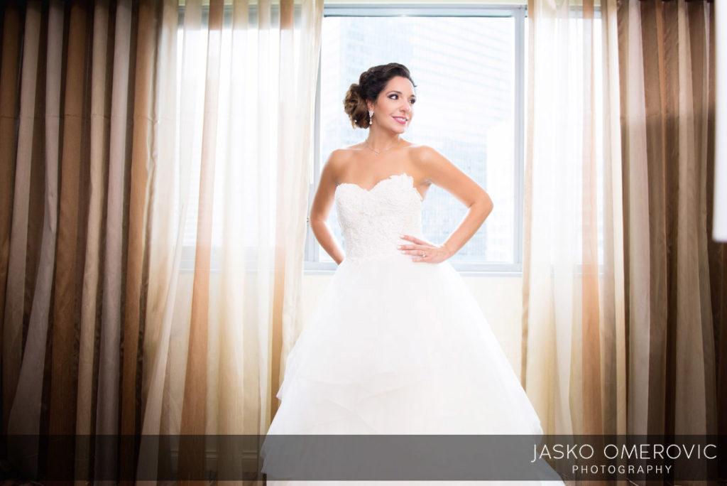 chicago-wedding-photographer-wyndgam-hotel-river-front-10