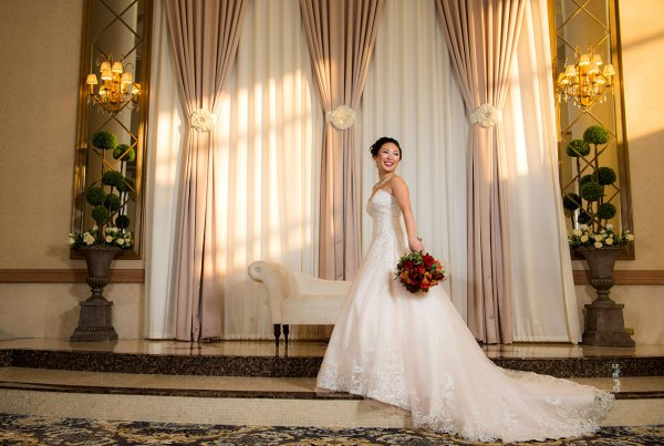 beautidul magazine style photograph of a bride on her wedding day