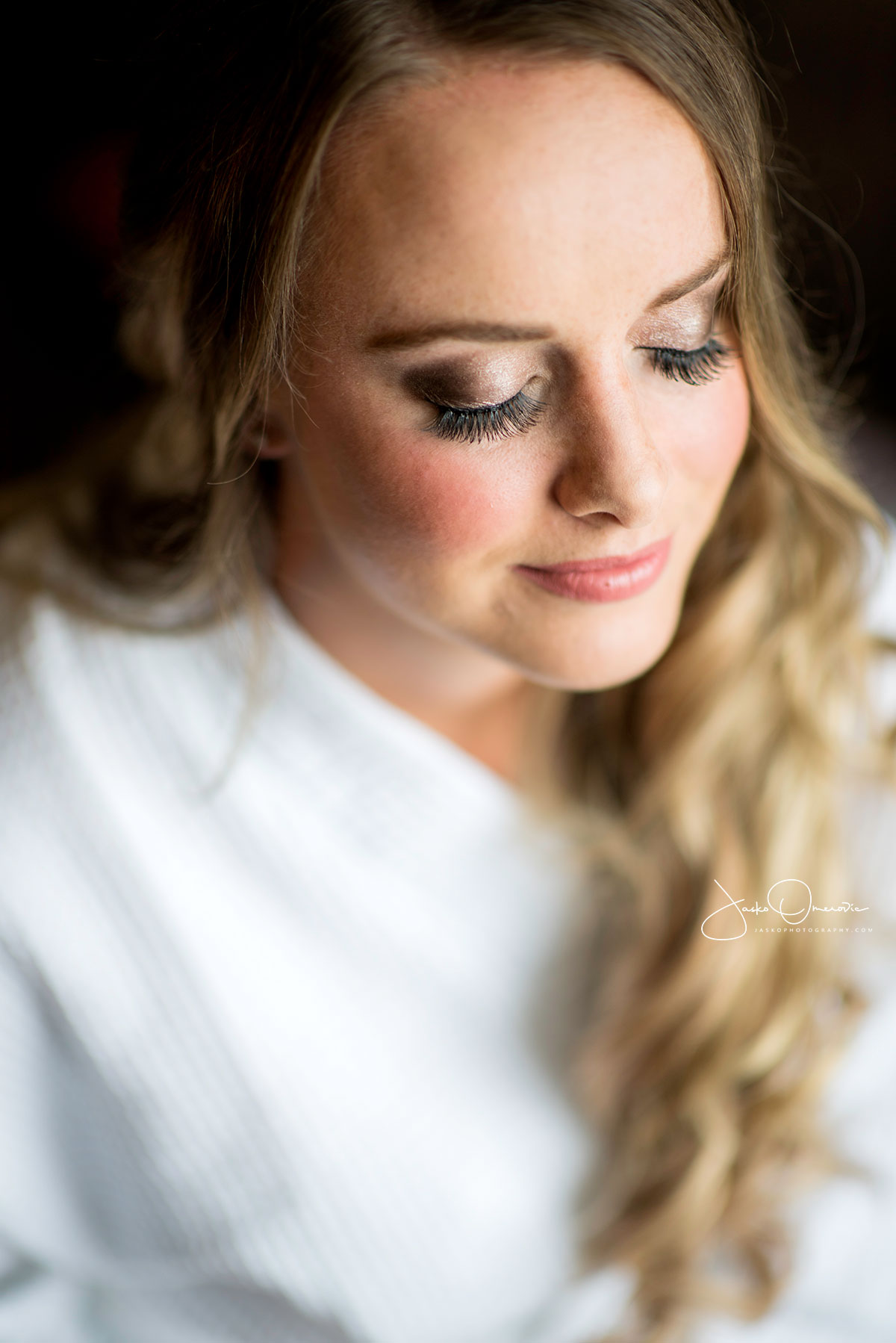 bride portrait focused on eye lashes