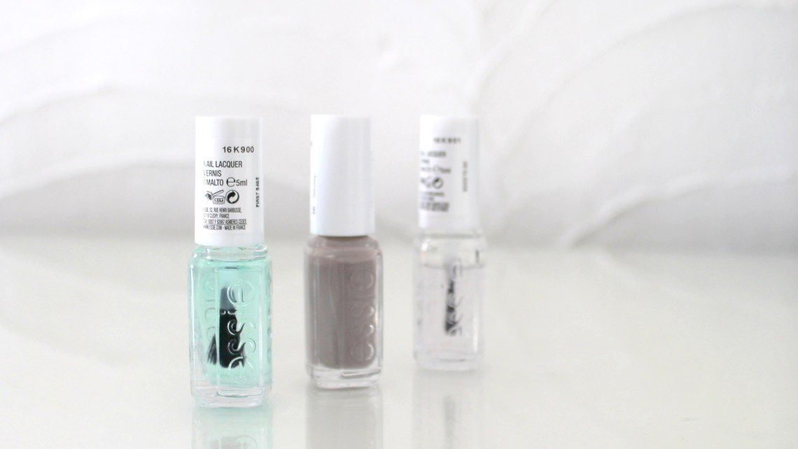 Nails Of The Week met Essie Mini's: First Base Coat - Essie Chinchilly - Good to Go Topcoat