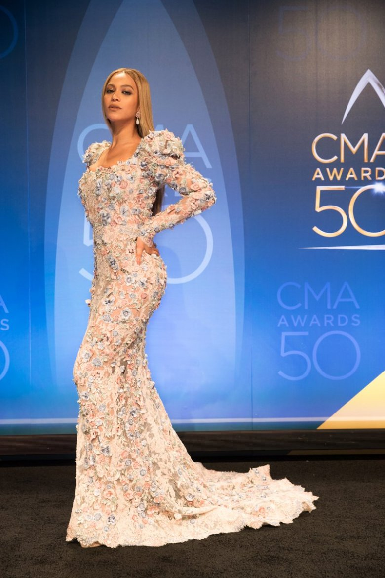 beyonce-at-country-music-awards3.jpg