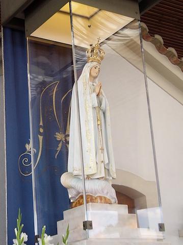 fatima-statue-at-portugal-basilica