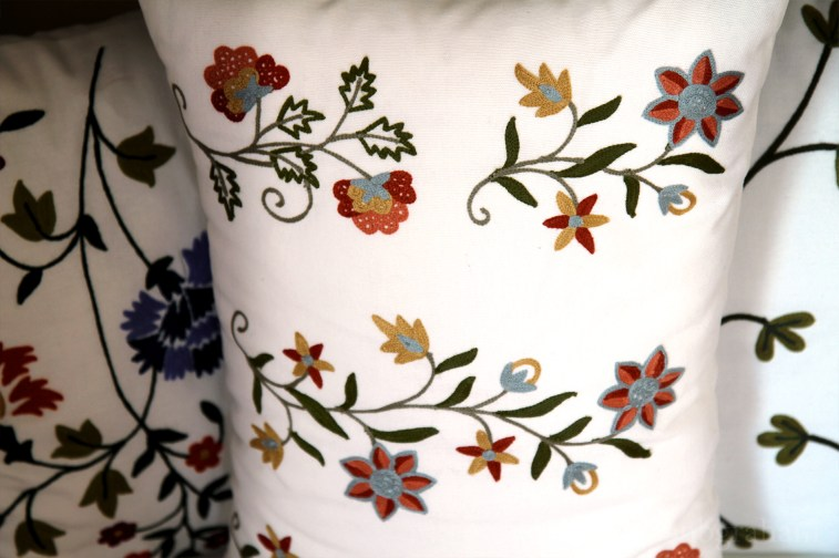 RH2-0003-FF-embroidered-pillow-3