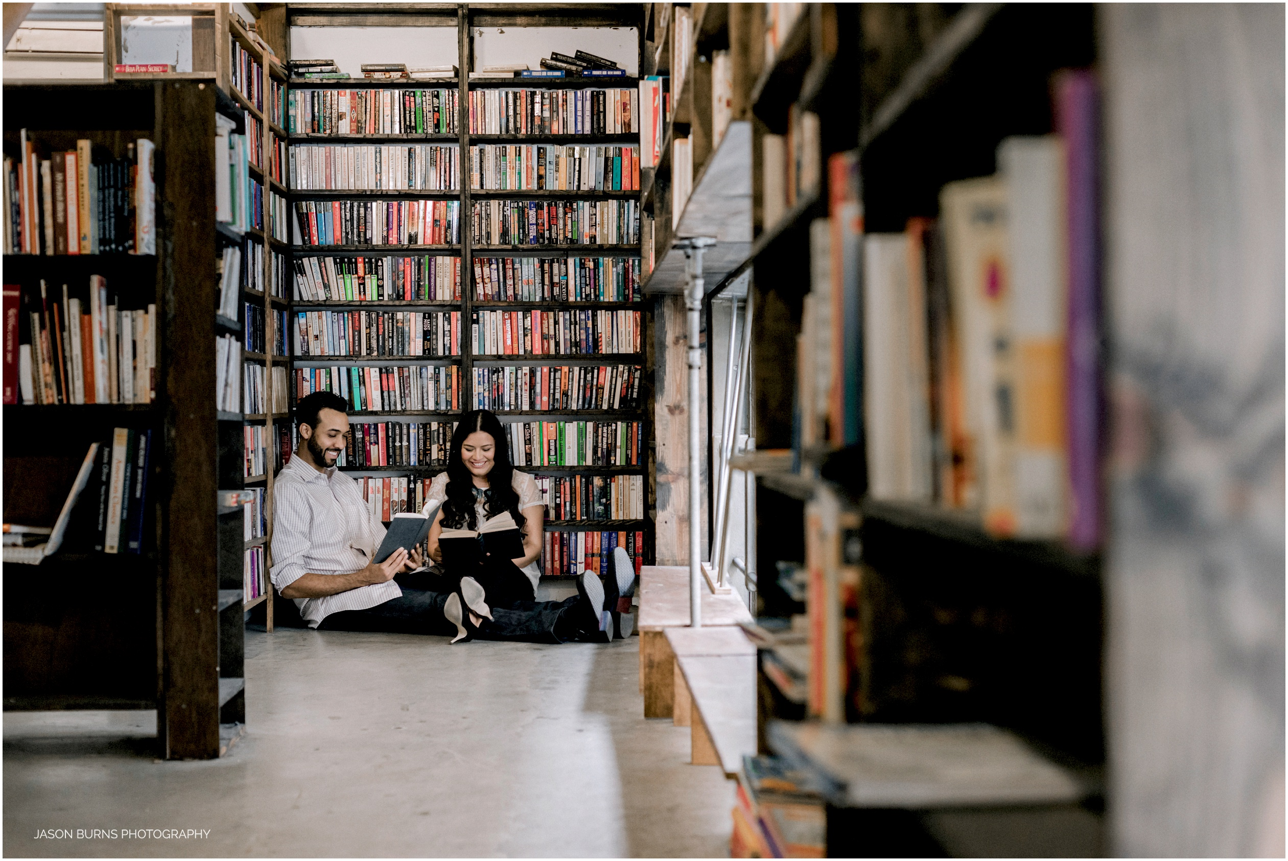 Los-angeles-engagement-session-the-last-bookstore02