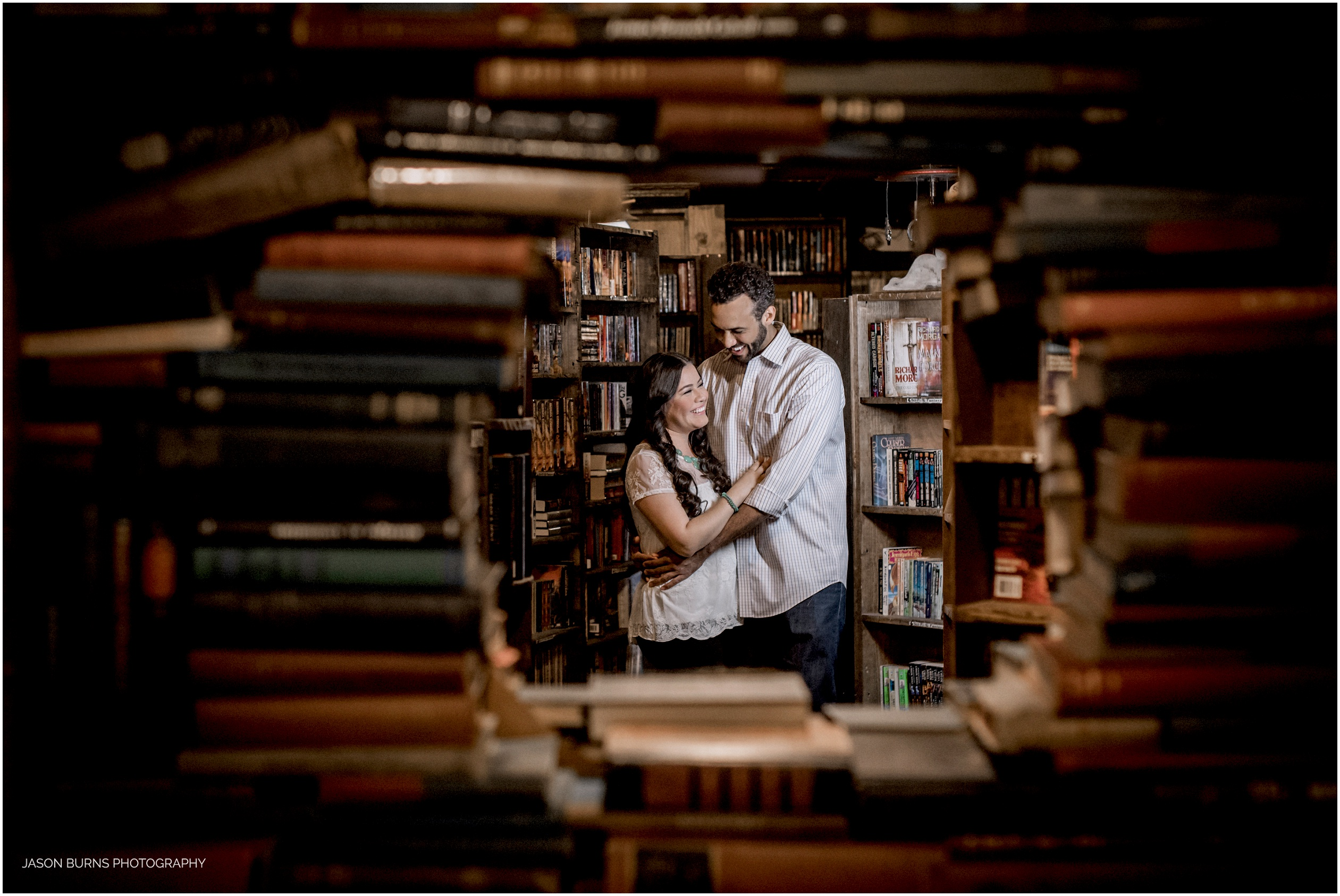 Los-angeles-engagement-session-the-last-bookstore08