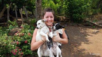 20. La Gloria - Cristina and dogs