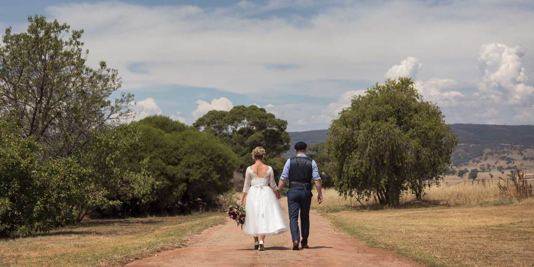 Wedding Photography at Orange Grove Gardens by Albury and Melbourne Wedding Photographer Jason Robins