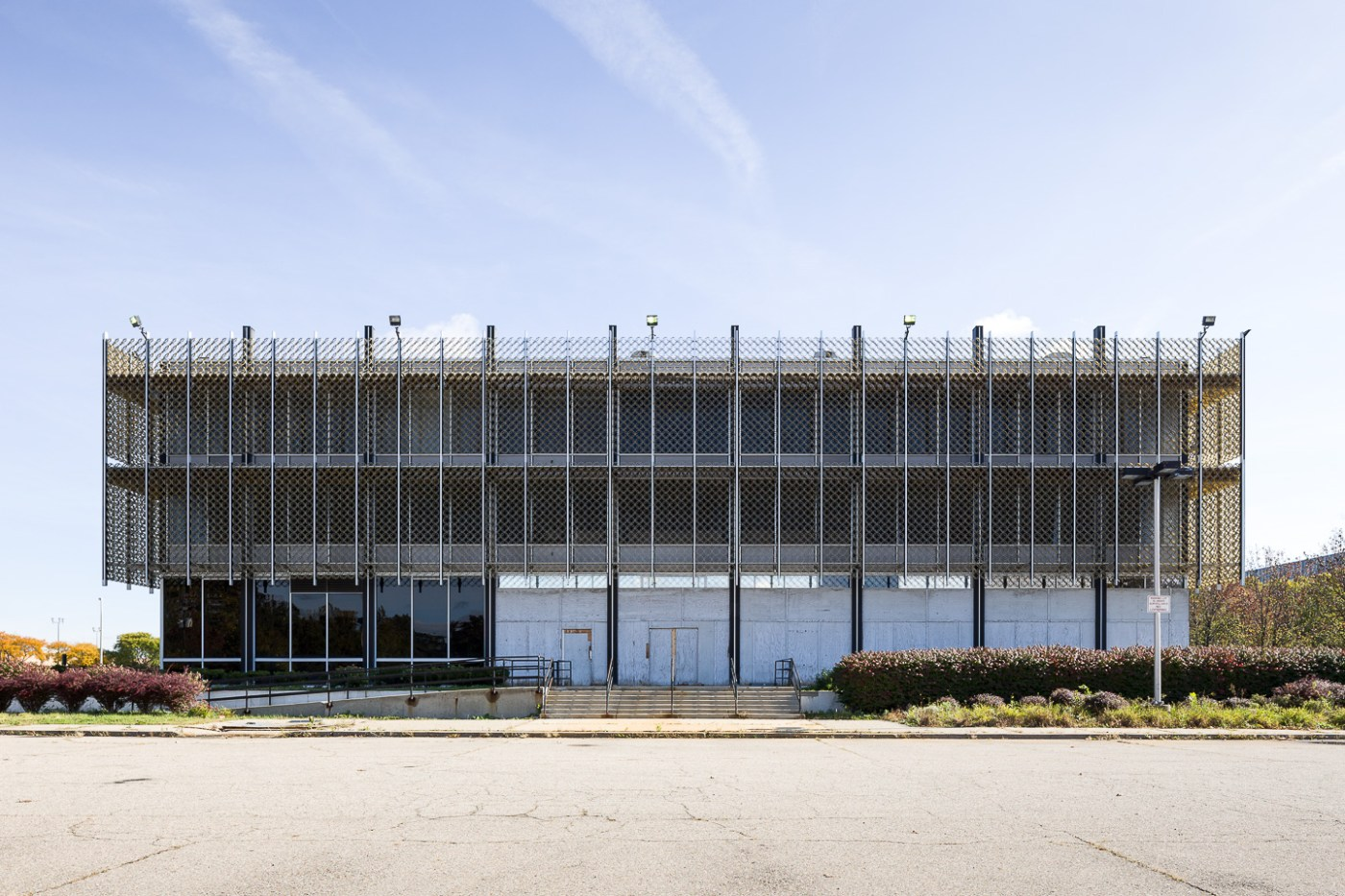 Exterior photograph of Reynolds Metals building in Detroit, Michigan by architect Minoru Yamasaki.