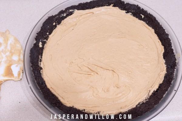 no bake peanut butter pie filling in Oreo crust
