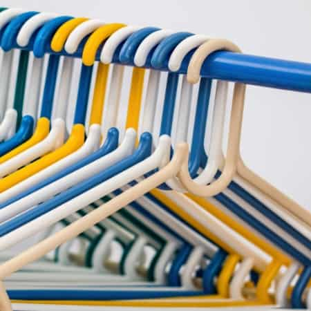how to declutter clothes with empty hangers