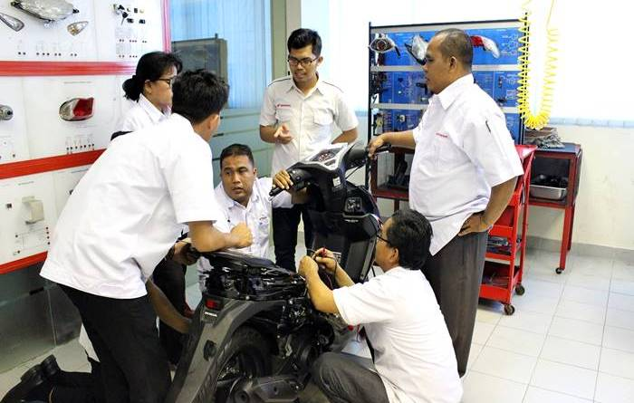 Tingkatkan Mutu Pendidikan Vokasi Industri, Astra Motor Jateng Lakukan Sertifikasi Guru