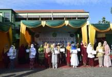Wisuda SD Khadijah 3 Surabaya Dilakukan Secara Drive Thru