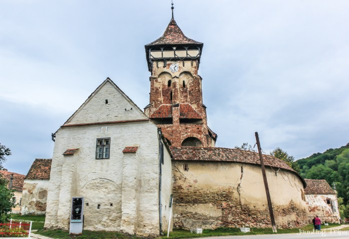 axente-server-fortified-church