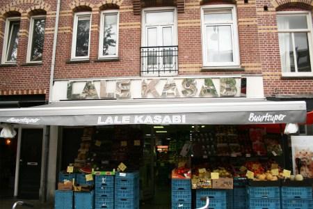 Gevel supermarkt en slagerij Lale Kasabi in de Javastraat, Javakwartier