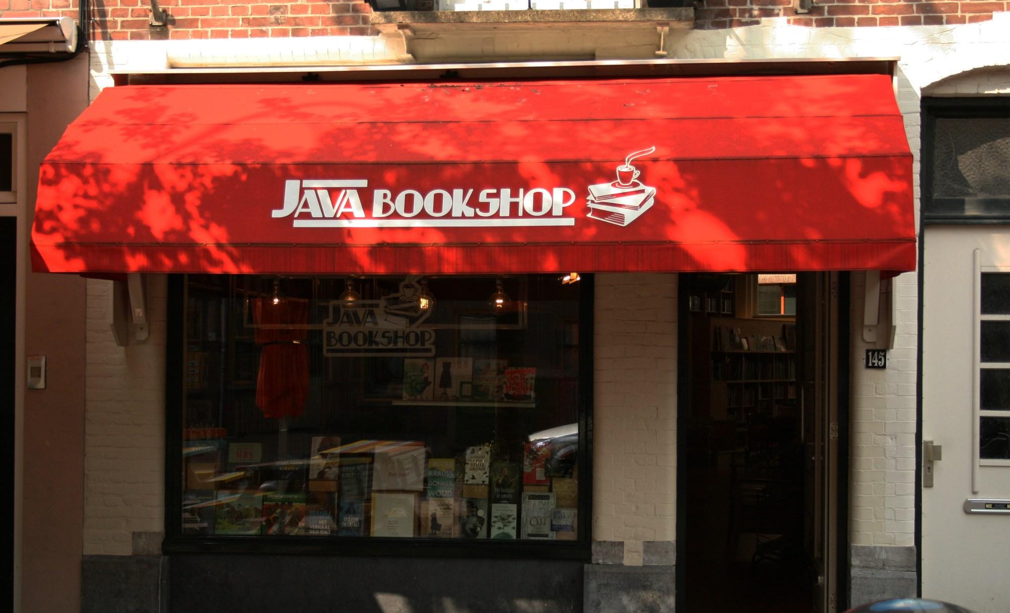 De gevel van de Java Bookshop op de Javastraat in het Javakwartier