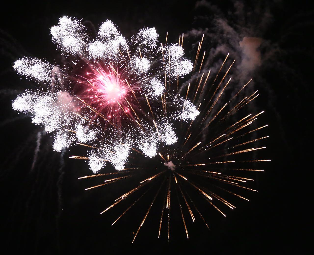 VIDEO spektakolare me dron/ Festa me fishekzjarre në Tiranë -