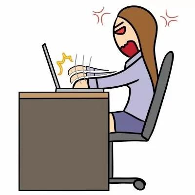 Mujer estresada ordenador