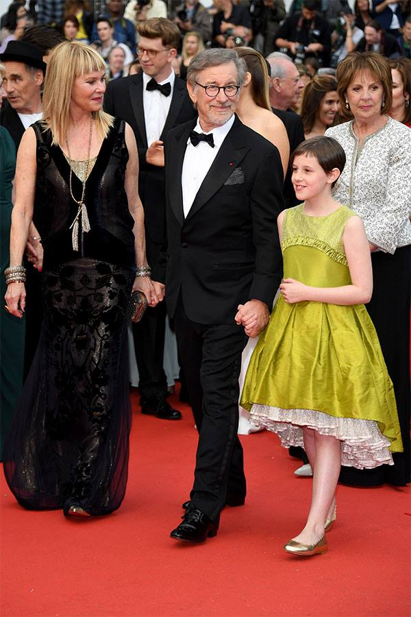 Kate Capshaw, Steven Spielberg, Ruby Barnhill & Penelope Wilton