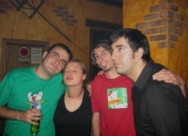 Con Miguel (camiseta de Mazinger Z) y otros amigos