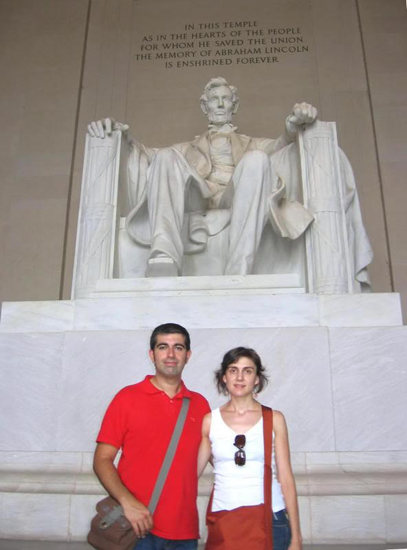 Con la estatua de Lincoln en el Memorial del mismo nombre