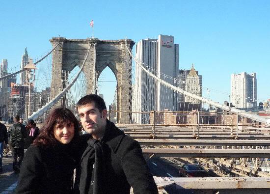 Con el puente de Brooklyn a nuestras espaldas (toma 3)