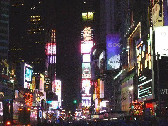 Times Square momentos después de acabar la cuenta atrás hacia el nuevo año 2009
