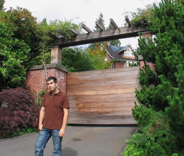 En la puerta de la casa de Kurt Cobain, en Seattle