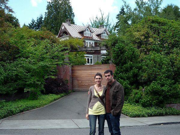 Nosotros delante de la casa en que se suicidó Kurt Cobain en Seatlle (Washington)
