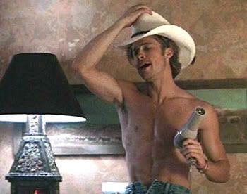 Un casi desconocido Brad Pitt hace caérsele la baba a Geena Davis