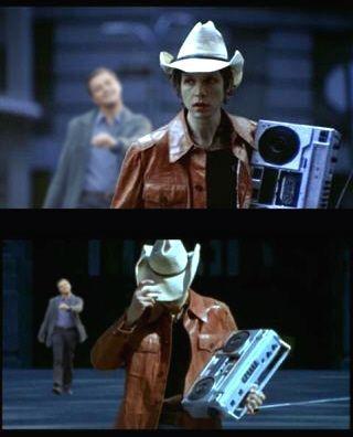 """Beck en el vídeo de """"Devil's Haircut"""""""