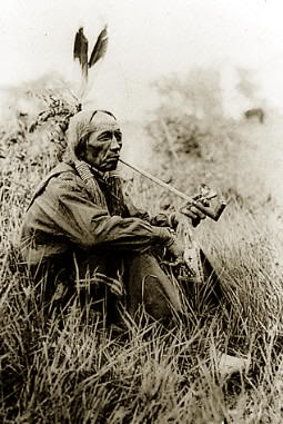 Jefe Buenchico fumando (tribu Snoqualmie)