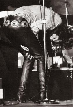 Jim Morrison borracho sobre el escenario