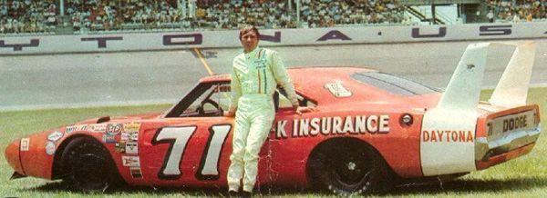 Mítico Dodge Charger Daytona en las carreras de la NASCAR