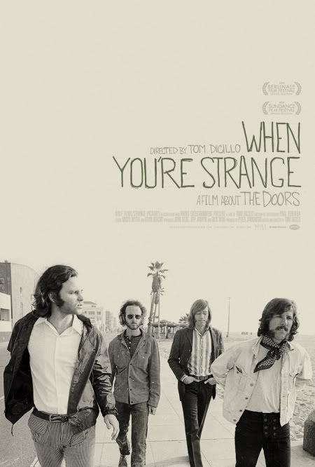 """Cartel del documental """"When You're Strange"""" (Tom Dicillo, 2010). Foto tomada en la playa de Venice (Los Angeles)"""