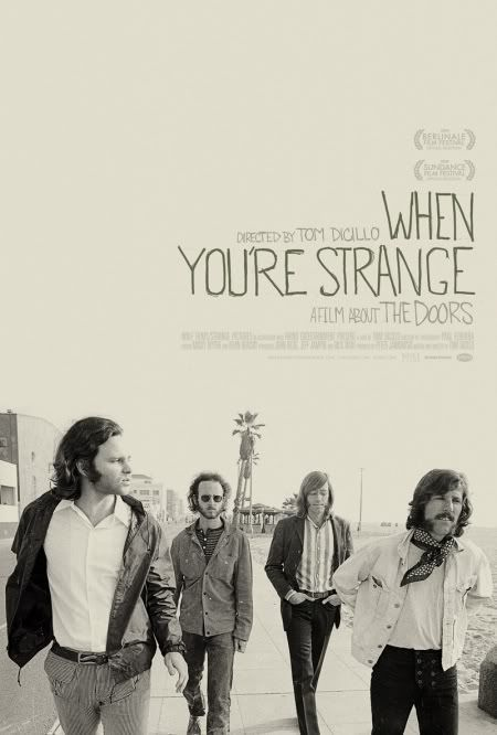 "Cartel del documental ""When You're Strange"" (Tom Dicillo, 2010). Foto tomada en la playa de Venice (Los Angeles)"