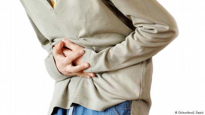 الآلام الحادة في البطن قد تكون من أعراض الإصابة بفيروس كورونا المستجد
