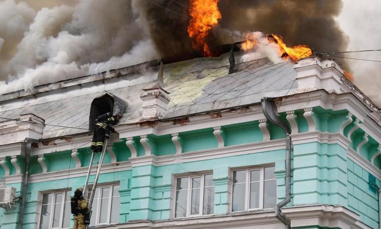 شاهد ..عملية قلب مفتوح وسط النيران المشتعلة!