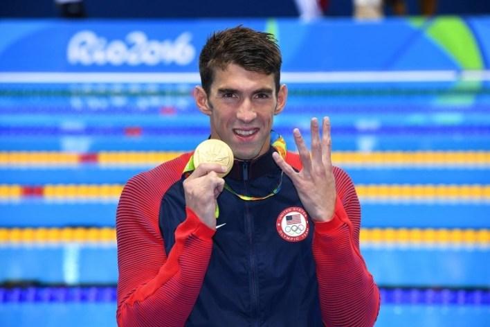 بطل السباحة مايكل فيلبس الأكثر تتويجا في الأولمبياد يتناول نحو 12 ألف سعرة حرارية في اليوم