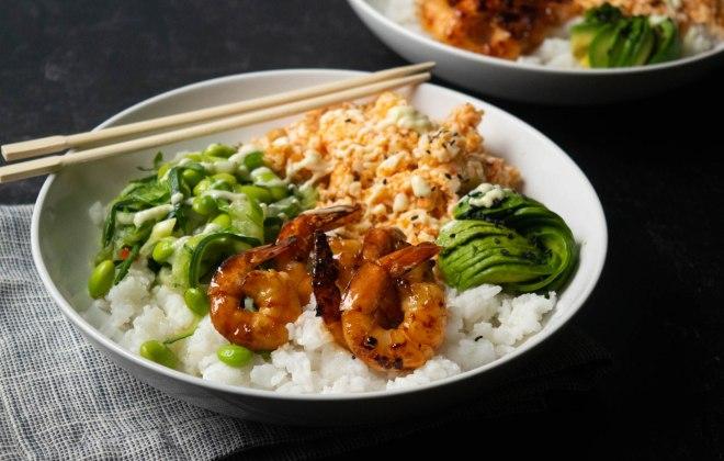 crab salad sushi bowl with shrimp