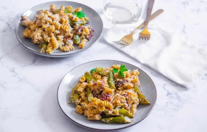 Creamy One Pan Pasta with Asparagus and Sun Dried Tomatoes