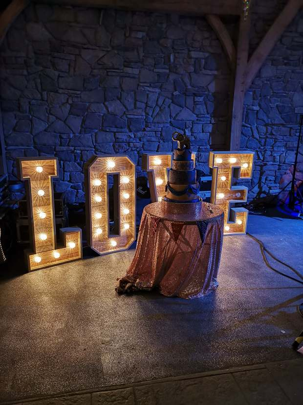 rose gold & royal blue wedding cake & wood love letters