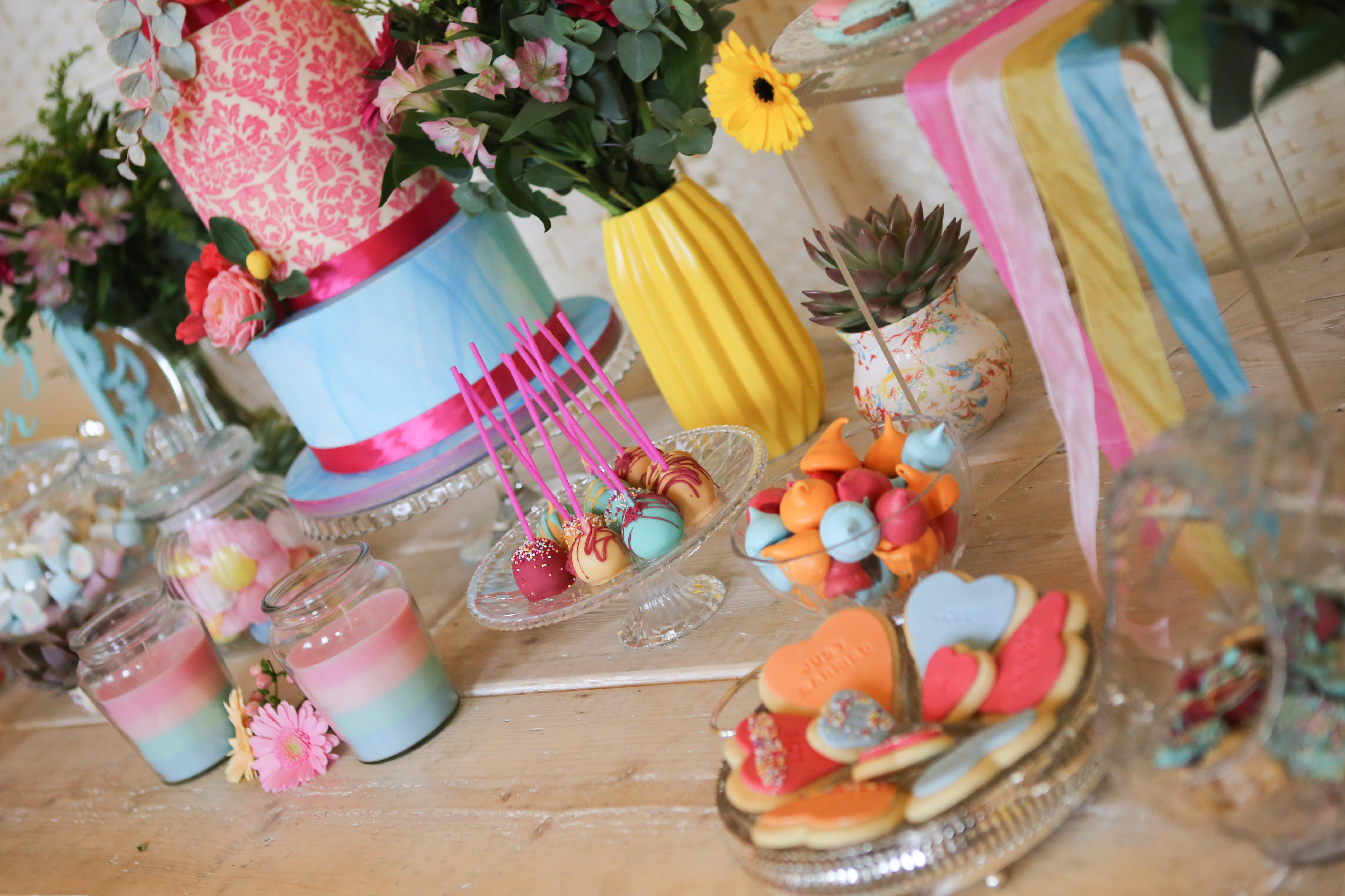 colour wedding cake, cake pops & biscuits