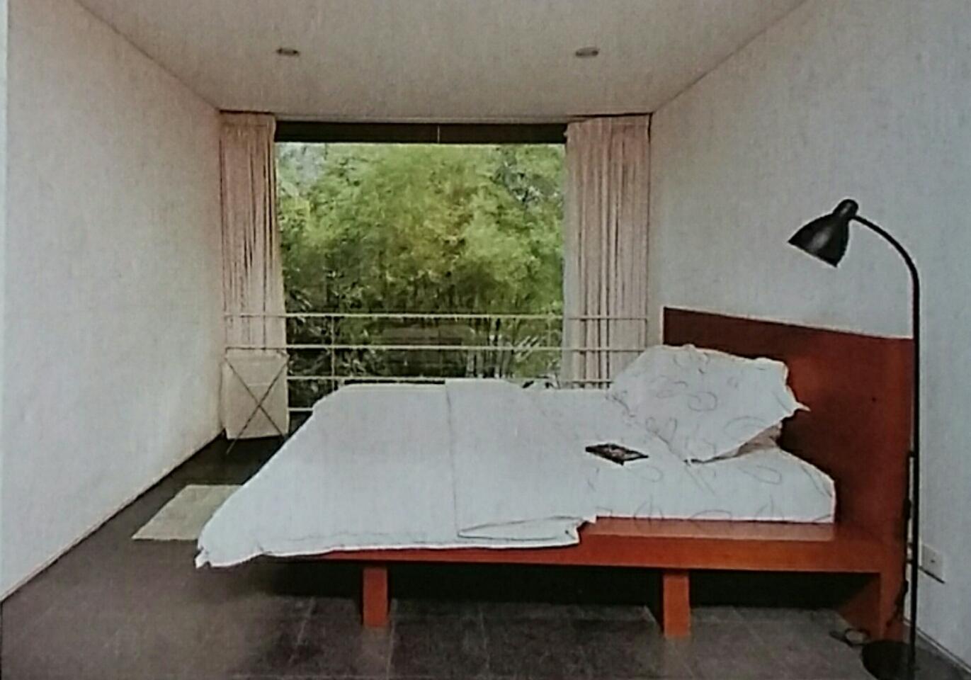 Kamar tidur sekaligus balkon