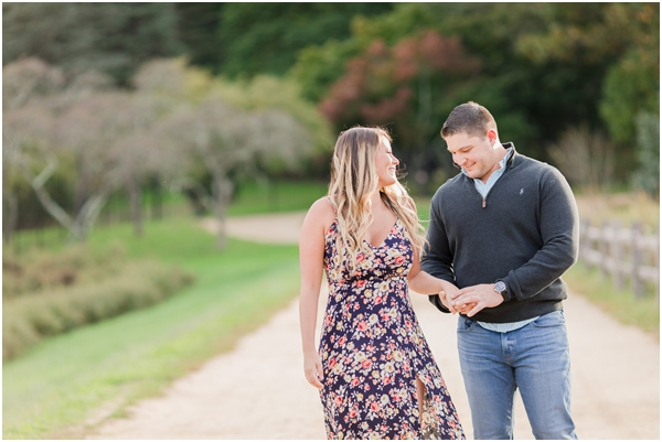 outdoor engagement photos, relaxed couple engagement photo