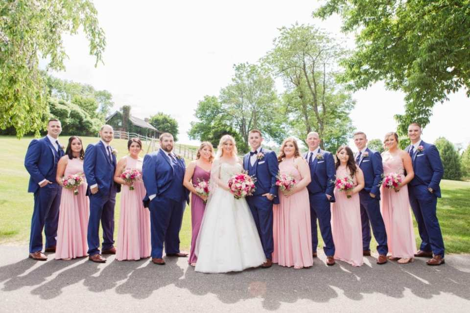 Formal photo of the entire wedding party at Skyview Golf Club