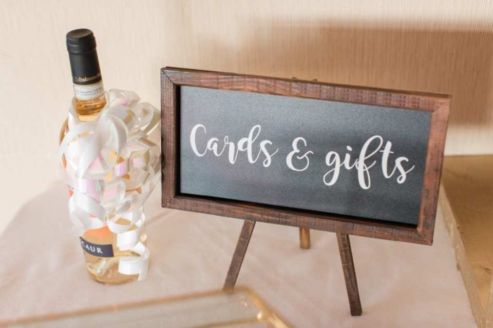 Wedding details: custom card and gift table signage
