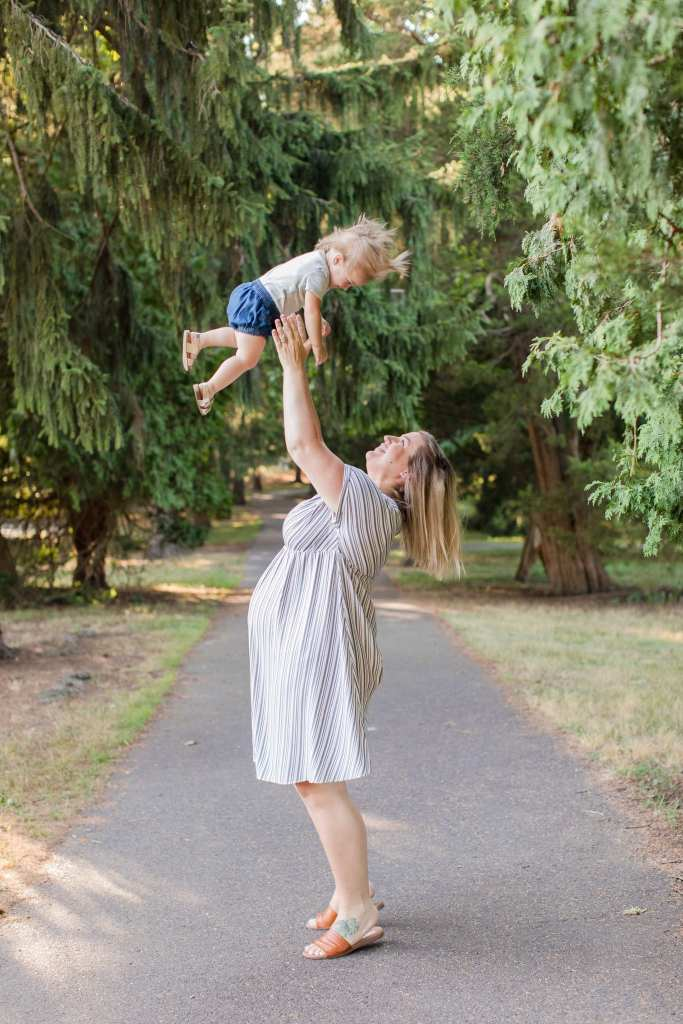 Front-line healthcare worker photos of mom to be throwing her baby in the air