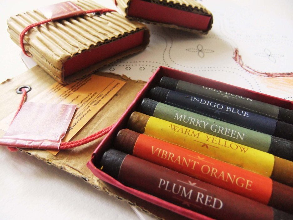Crayons made with natural dyes