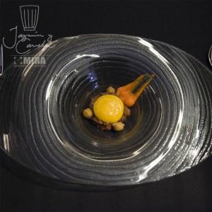 YEMA DE HUEVO DE CORRAL SOBRE ROPA VIEJA CON CALDO DE COCIDO - Tuorlo di uovo di recinto su VESTITI VECCHI con brodo di lesso